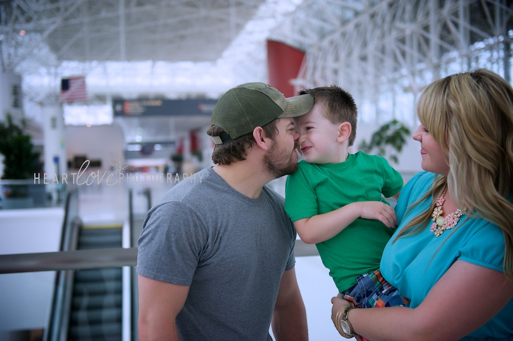 he's home! | BWI Military Homecoming Photography