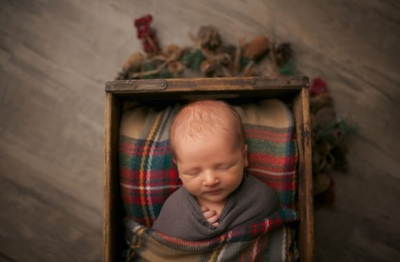 december baby | neutral newborn photography